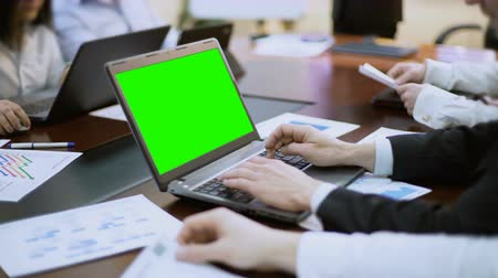 operacional : Businessman working on laptop with green screen at business meeting, conference
