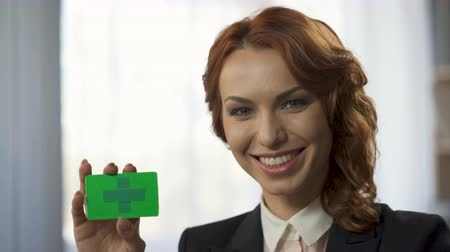 rentável : Smiling young woman holding green colored card in hand, new convenient service Vídeos