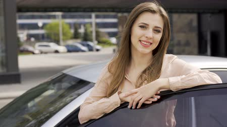 prawo jazdy : Pretty lady enjoying car present and posing for camera. Happy woman and auto Wideo