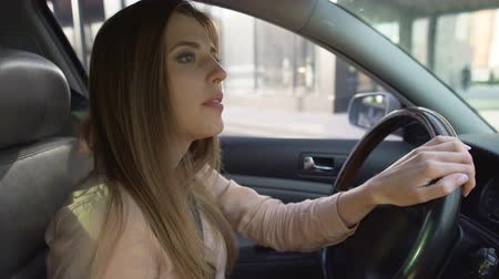 regras : Attentive female driver leaving gas station and looking in rearview mirrors Vídeos