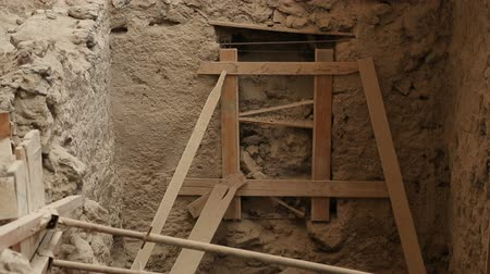 on site research : Supporting constructions made to prevent destruction of house at dig of Akrotiri