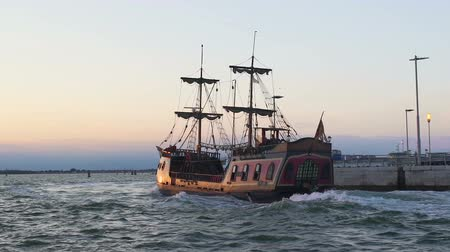 парусное судно : Majestic medieval ship gracefully sailing open sea, vintage transport, slow-mo