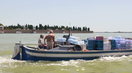 retailer : Small commercial boat crew transporting products from large merchant vessel