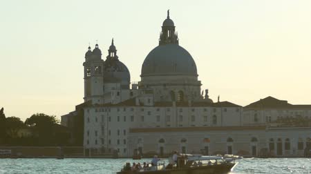 maria : Sightseeing voyage by motorboat to Italian historical holy places of interest Vídeos