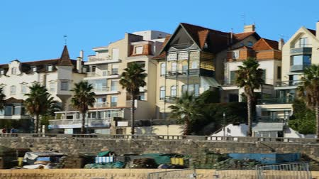 forrado : Residential houses lined up along waterfront walkway in resort city in morning Vídeos