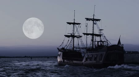 pirat : Ghostly pirate ship sailing towards horizon in endless blue ocean, moon in sky