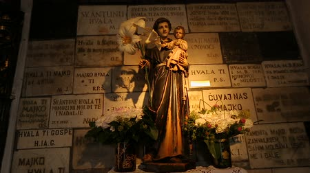 virgem : Statue of Virgin with the child inside Stone Gate, religious place, Zagreb