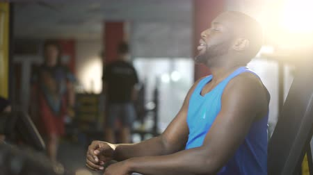 intenzivní : Handsome African American man tired after active training in gym, lifestyle