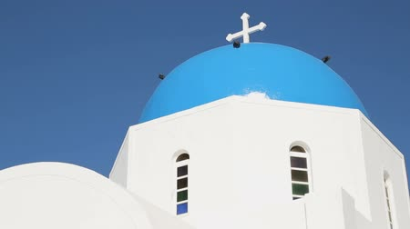 УВР : Amazing blue dome church on Santorini, tourists go sightseeing on Greek island