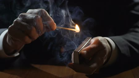 курильщик : Man in expensive business suit lighting a match, burning matchstick, slow-motion Стоковые видеозаписи