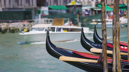 старомодный : Water taxi carrying tourists in Venice, gondolas parked along canal, sightseeing