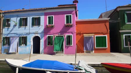 burano : Amazing panorama of tidy colorful houses in Burano, Venice canal, architecture Stock Footage