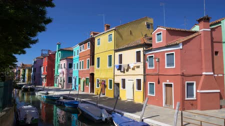 burano : Gorgeous panorama of beautiful colorful houses in Burano, Venice canal