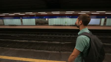 meio : Guy standing on empty platform in underground and waiting for a train to arrive Vídeos