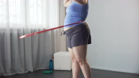 palce : Obese girl twirling hula hoop, dream to remove excess inches from waist and hips Dostupné videozáznamy