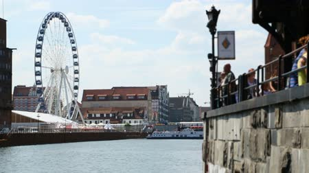 âmbar : Stunning view of Ferris wheel Amber Sky and river Motlawa in Gdansk, Poland Vídeos