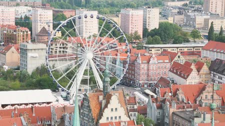âmbar : Beautiful Ferris wheel in the old town in Gdansk, carousel, entertainment