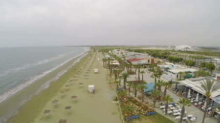 kypr : Stunning drone shot along empty beach near hotel in Cyprus, deserted area