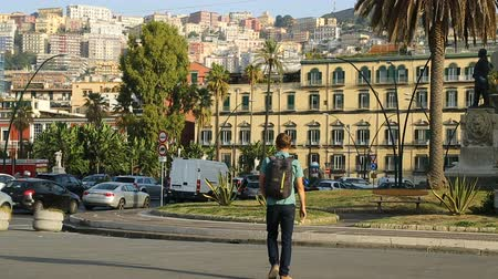 neapol : Man crossing the road in Naples city center, tourism and vacation, transport Wideo