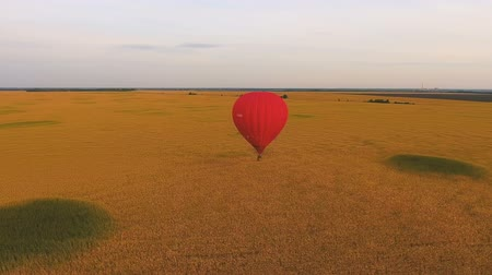 umutlu : Hot air balloon floating low over golden field, enjoying solitude, distraction