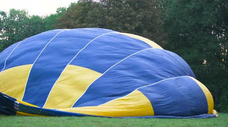 vime : Hot air ballooning competition, view of envelope containing heated air
