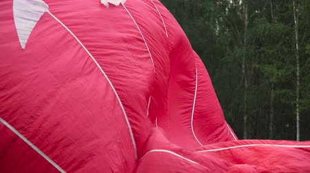 vime : Balloon crew inflates the envelope of their hot air balloon at festival, hobby Vídeos
