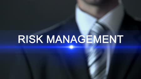 riskli : Risk management, businessman in suit pressing button on screen, consultation Stok Video