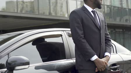 osobní strážce : Private driver and bodyguard standing near car waiting for rich vip client
