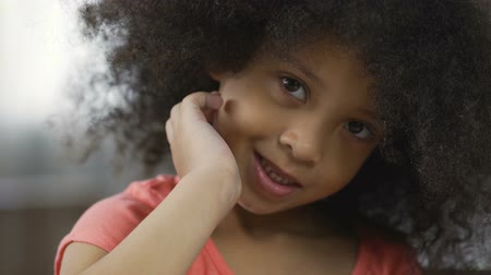 afro amerikan : Cute African American child posing for camera and smiling, close-up, happiness Stok Video