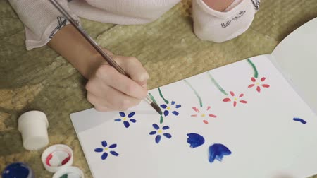 yetenekli : Girl drawing glade with colorful flowers with gouache, painting her mood, art