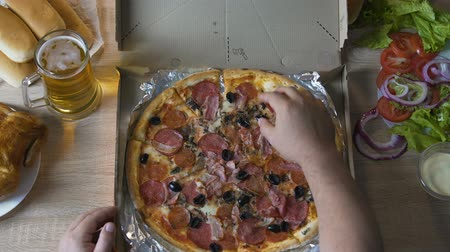 graxa : Guy taking his hand from greasy pizza, keeping to healthy diet, self-control Vídeos