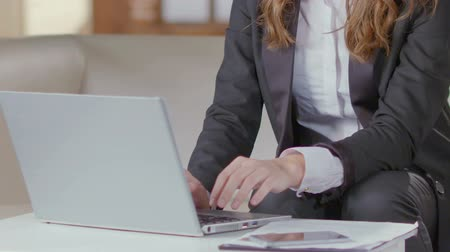 semanal : Woman in business suit working with laptop, statistical report, company employee Vídeos