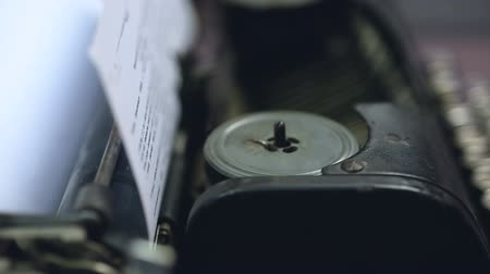 tipo baskı : Vintage typewriter mechanism closeup, retro technologies, publishing business