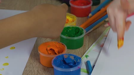 гуашь : Kids using non-toxic, child-safe paint to draw with fingers, eco-friendly oil