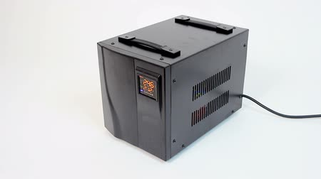 входящий : Voltage transformer stabilizing incoming current to 220V, safety equipment Стоковые видеозаписи