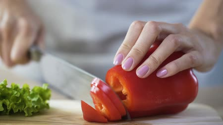 bulharština : Womans hands slicing bulgarian pepper, lady cooking delicious dinner for family Dostupné videozáznamy