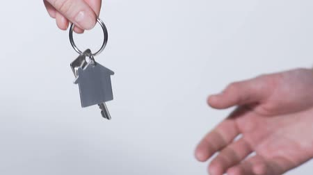povinnost : Woman handing over a key from new apartment to man, quick deal on house rent