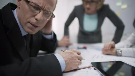 neurotic : Unhappy manager avoiding eye contact with annoyed woman boss, job stress Stock Footage