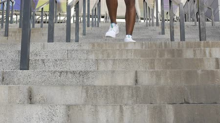 колготки : Close-up of strong muscular legs running down concrete stairway in slow-motion Стоковые видеозаписи