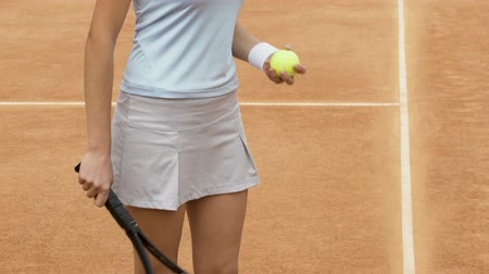 служить : Close-up of female athlete bouncing ball on tennis racket, healthy lifestyle
