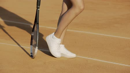 служить : Pretty athlete woman in sportswear training on court, waiting for tennis match
