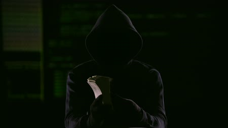 sahte : Internet fraudster receiving money he required to prevent fake hacking, cheating