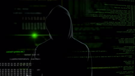 спам : Male programmer hacking social network account from home office, privacy attack