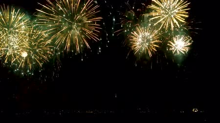 brilho : Bright stars of festive fireworks scattering over night sky, celebration