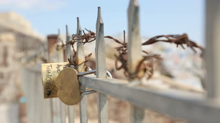 zdrada : Love padlocks hanging on iron fence with barbed wire, hardships in relationship Wideo