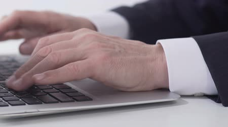 vezérigazgató : Close-up businessman hands typing report on laptop in office, internet project