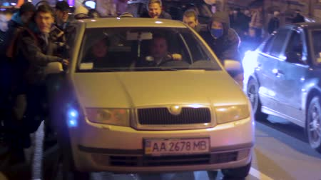 emperrado : Ukrainian protesters help to push out of order vehicle during 2014 revolution