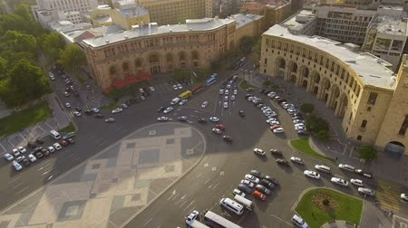 regras : Transportation in Yerevan town, cars driving on Republic square, traffic rules