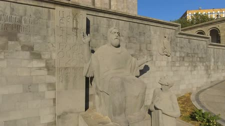 хранилище : Sculpture of medieval Armenian linguist Mesrop Mashtots in Armenia, tourism Стоковые видеозаписи