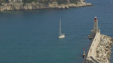 costa azzurra : Beautiful white yacht floating on sea waves, arriving to Nice port, vacation